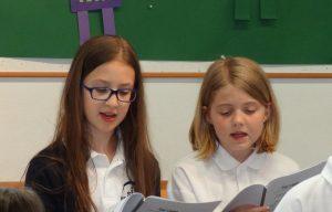 Hoch konzentriert - immer mit Freude bei der Sache: die Kinderchorgruppen bei der offenen Probe