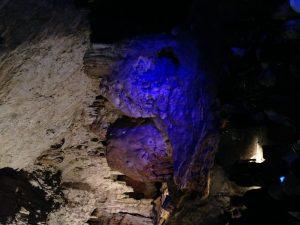 Besonderer Konzertort: illuminierte Tropfsteinhöhle